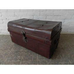 Stalen kist, Japanned travelling trunks