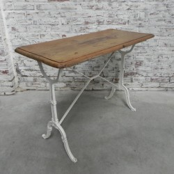 Bistro table on cast iron base