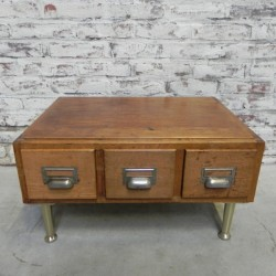 Oak chest of drawers on legs