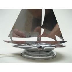 Verchroomde Art Deco bureaulamp in de vorm van een zeilboot