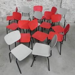 Vintage stoel in rood of grijs