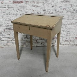 Wooden lectern with valve