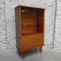 Vintage vitrinekast met 2...