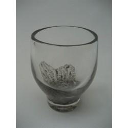 Glazen vaas met gouden decoratie in het glas